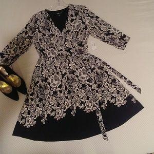 Roz & Ali Black & White Floral Dress